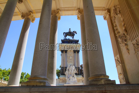 alfonso xii monument madrid in retiro