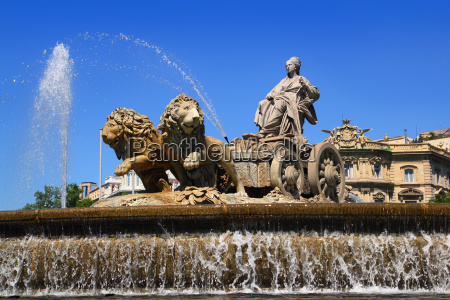 cibeles statue madrid fountain in paseo