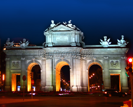 alcala, puerta, in, madrid, with, night - 7013975
