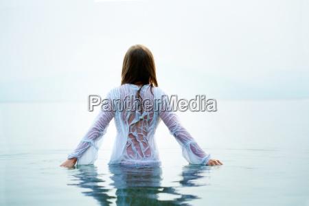 samica, w, wodzie - 7073945