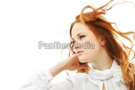 rudowlosa kobieta