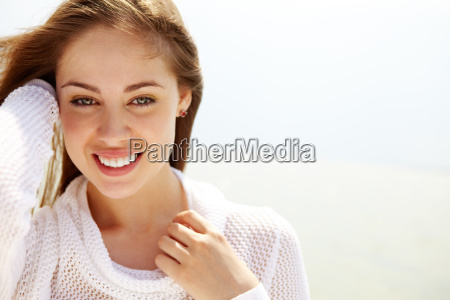kobieta w kolorze bialym