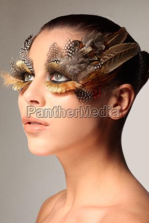 dekoracyjny makijaz piora jak skrzydlo ptaka