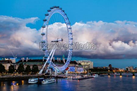london eye i ogromny cloud na