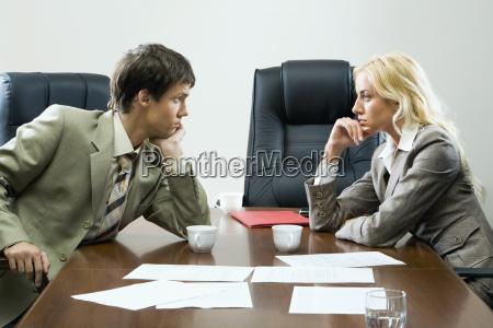 napiete negocjacje