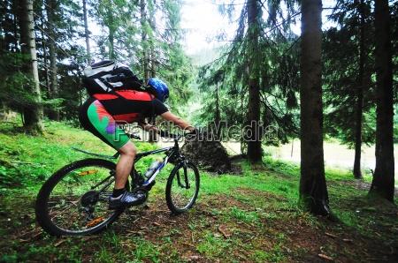 gora rower czlowiek odkryty