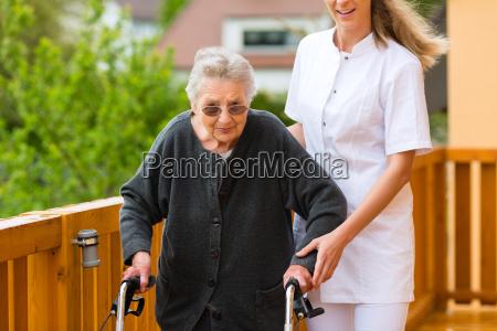 usluga troskliwosc troska pielegnacja pielegniarka pielegniarki