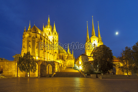 erfurt cathedral in the evening
