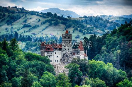 bran sredniowieczny zamek transylwanii rumunia