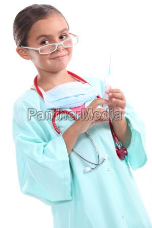 dziewczyna ubrana jako lekarz