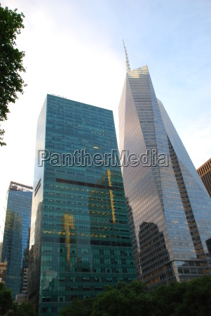 bryant park new york manhattan skyscraper