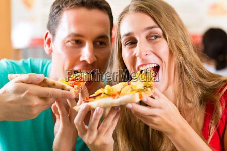 kobieta womane baba w domu pizza