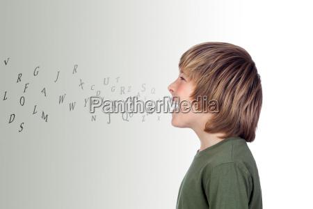 chlopiec litery alfabet mowic mowic mowienie
