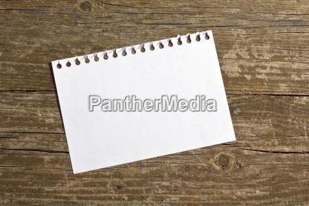 notatka notowanie anmerkung uwaga kartka drewno