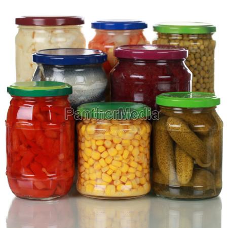 zachowane warzywa w szklankach
