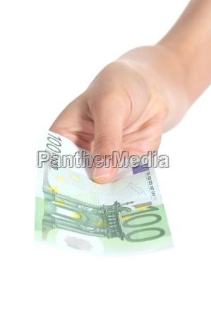 kobieta zaplacic banknot sto euro