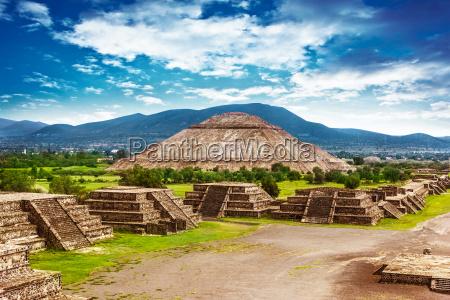 piramidy w meksyku