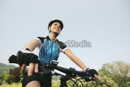 kobieta womane baba kolarz rowerzysci rower