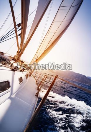 luksusowy jacht w akcji