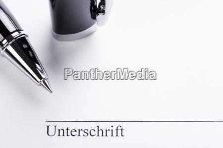 signatur unterschrift mit stift auf papier