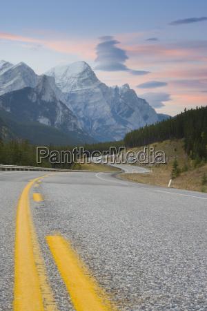 jazda podrozowanie kolor gory ruch drogowy