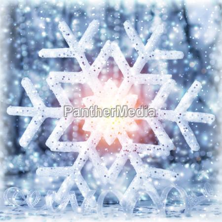 piekny blyszczacy platek sniegu