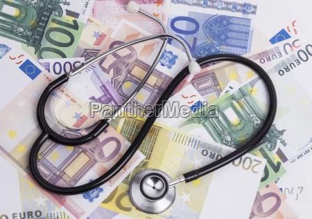 pieniadze i stetoskop