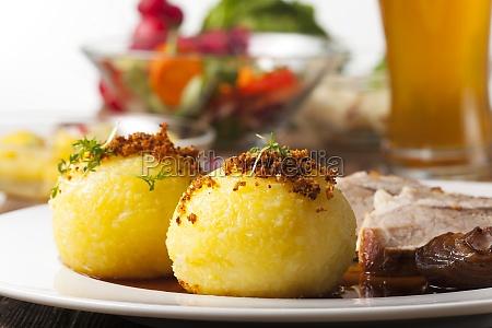 kopytkami i bavarian pieczen wieprzowa