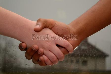 handshake wsrod mlodziezy