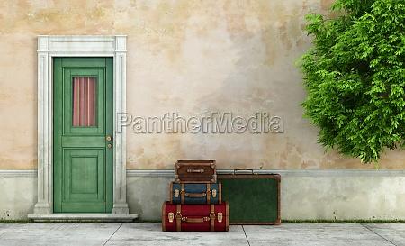 stary dom z rocznika walizki