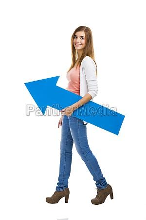 kobieta z niebieska strzalka