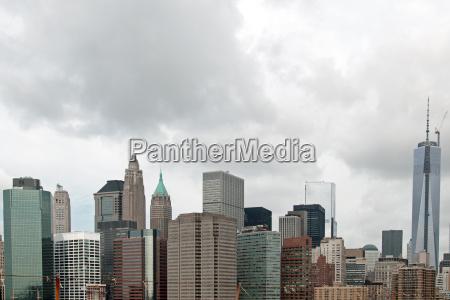 skyline mainhattan zachmurzenie new york szary