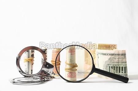 przestepczosci podatkowej pieniadze i kajdanki