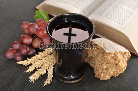 chleb wino i biblia dla sakramentu
