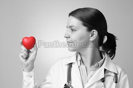 serce w rece lekarza