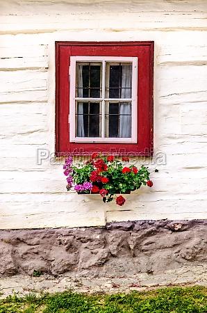 fragment kolorowe okna na starym tradycyjnym