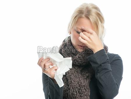 chory blond kobieta z chustka