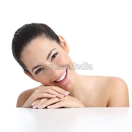 piekna kobieta z doskonalym manicure skory