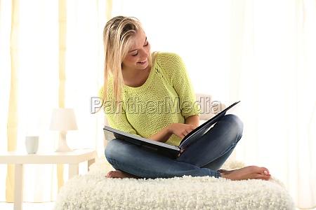 kobieta womane baba badania studia niebieski