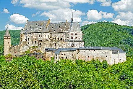 zamek nad vianden luksemburg