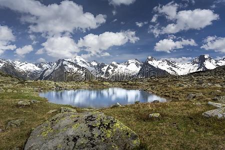 maly halny jezioro w poludniowym tyrol