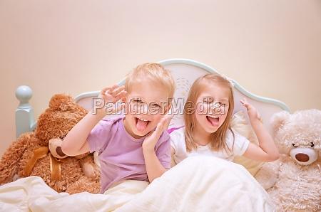 szczesliwe dzieci sprawiaja twarze