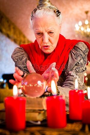 jasnowidzenie podczas seance z kart tarota