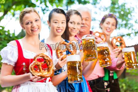 w ogrodek piwny przyjaciol picia