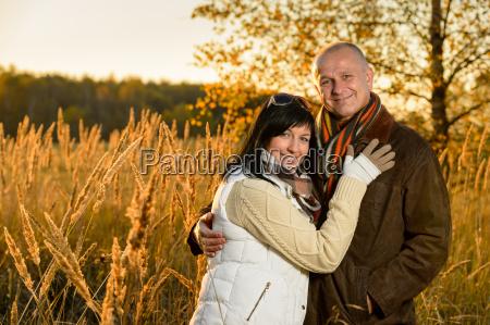 para, obejmującego, w, jesiennej, krajobrazu, słońca - 12388398