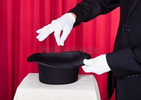 mag wykonywanie magic z hat