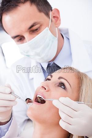 dentysta badanie pacjenta