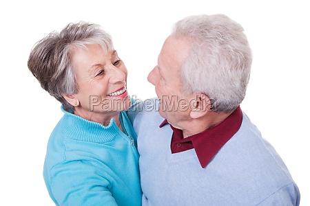 portret starszej pary tanczacej