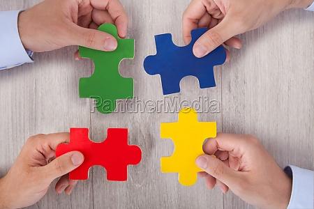 przedsiebiorcy laczenia wielobarwny puzzle kawalki na