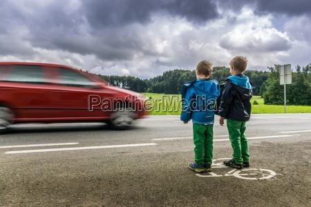 niebezpieczenstwo dla dzieci na drodze
